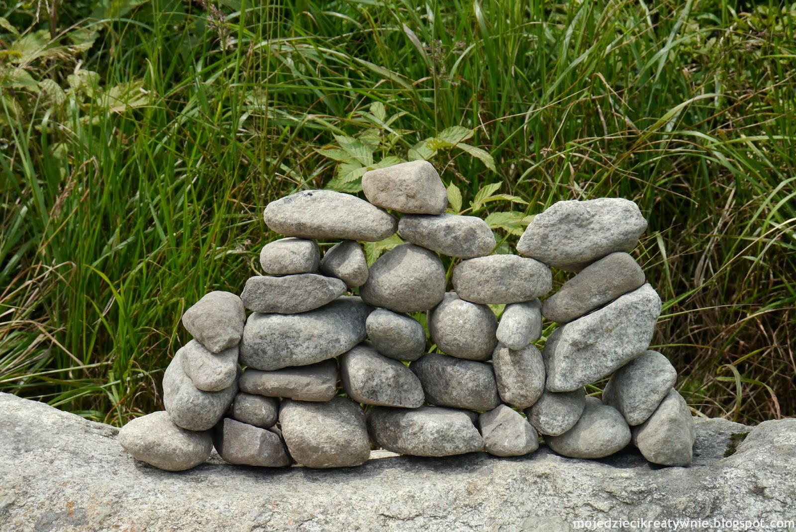 Jak są ustawione te kamienie?